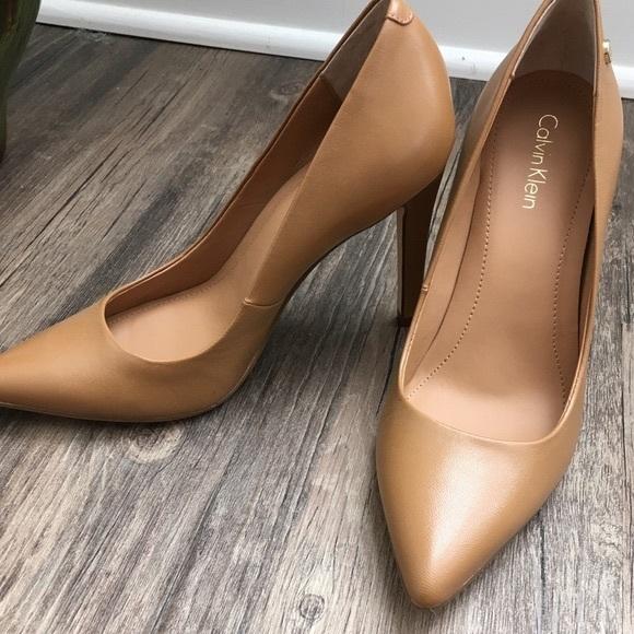 44d6bb7bb5b Calvin Klein Brady dress caramel pumps SZ 4M NWT Boutique